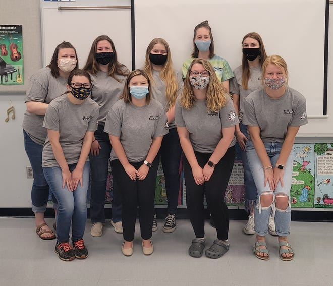 Frankfort Middle School Site AmeriCorps* members include: (front) Micah Buser, Kelsie Savage, Alex Hill, Gracie Hill. (back) Katlyn Middleton, Maryanna Milleson, Raelynn Crowe, Hannah Raines (site supervisor), and Gracie McLeod.