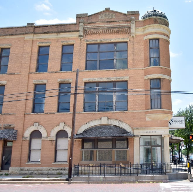 The Lange family purchased the old Security Title Co. building in downtown Ballinger, at the corner of Hutchings Ave and 8th Street. The 3-story building, constructed in 1909, will be renovated as a coffee shop, gift shop and Airbnb.
