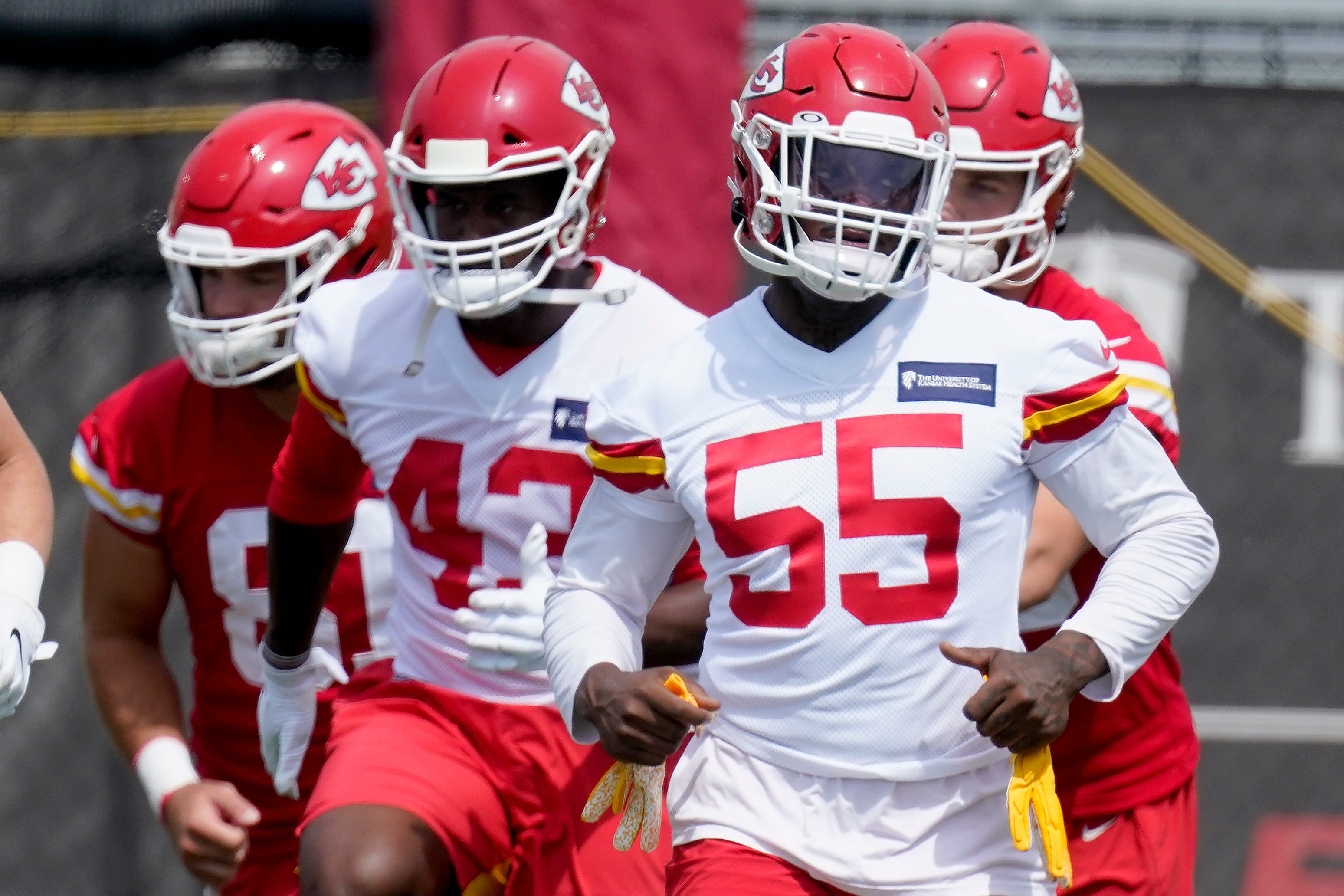 Chiefs Pro Bowl DE Frank Clark arrested for allegedly possessing Uzi in vehicle