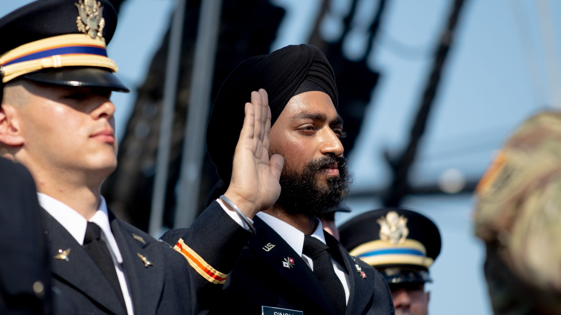 Sikh soldier fights to honor religion and country
