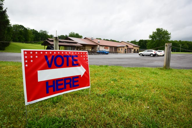 A vote here sign points to the Deerfield Fire House as a polling location during the primary elections.