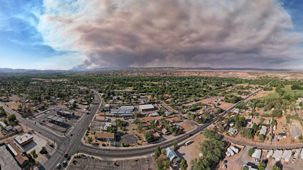 Rafael Fire burns in Coconino County