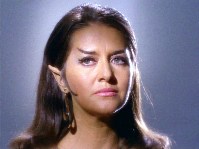"""Joanne Linville en tant que commandant romulien dans l'épisode STAR TREK, """"L'incident de l'entreprise."""""""