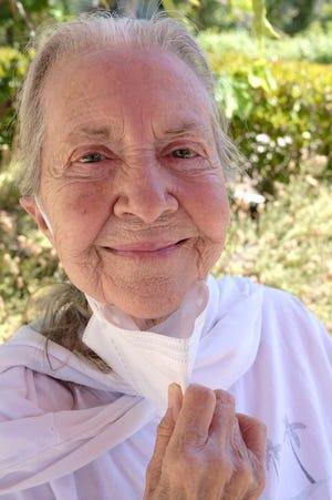"""Joanne Linville a connu une longue carrière d'actrice qui comprenait des rôles dans """"Star Trek,"""" """"La zone de crépuscule"""" et de nombreuses autres émissions de télévision et films.  Elle a aussi écrit """"Sept étapes vers un métier d'acteur."""""""