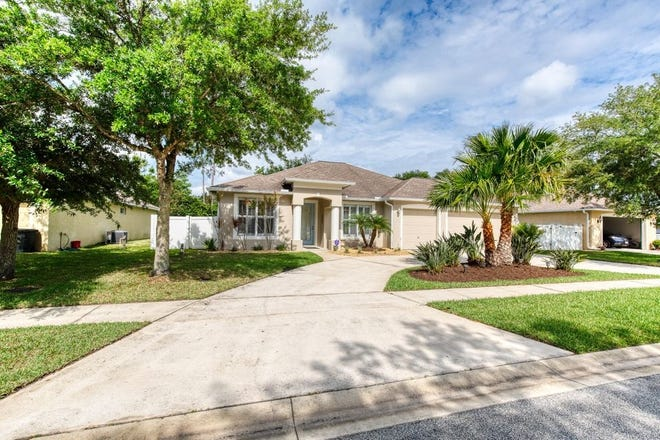 This spacious and well-maintained home that sits on a half an acre in Ormond Beach's Saddlers Run has excellent curb appeal.
