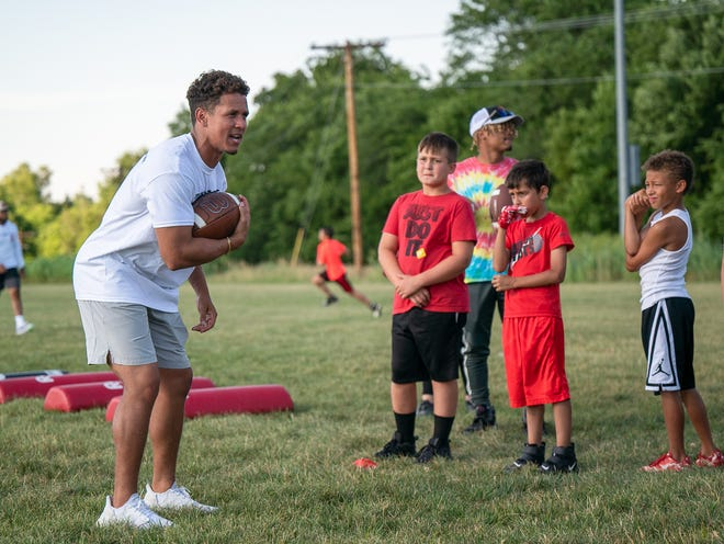 """Blue Springs graduate and former Kansas State running back Dalvin Warmack works with kids in the Speed & Sport Youth Football Camp Tuesday at the Independence Athletic Complex. The two-time Simone Award winner said """"it was a night I'll always remember."""""""