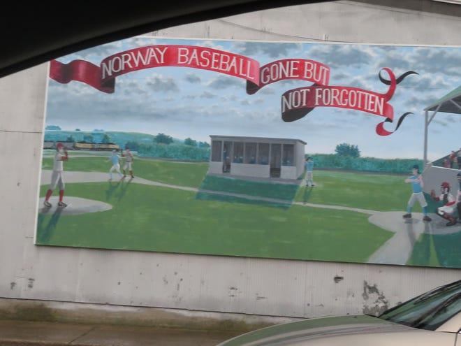 Et veggmaleri forteller historien om historien og arven til Norwegian High School baseball.