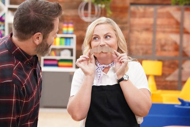 """Amy Poehler """"helps"""" with the crafting on Season 3 of """"Making It."""""""