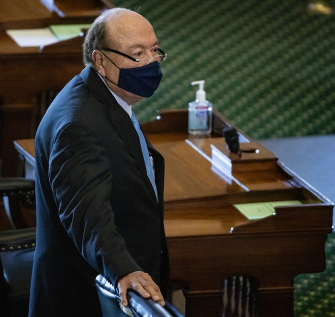 """Texas State Senator Juan """"Chuy"""" Hinojosa (D-McAllen) meets with colleagues on the second day of the 87th Texas legislature on Wednesday, Jan. 13, 2021 at the Texas State Capitol, in Austin, Texas."""