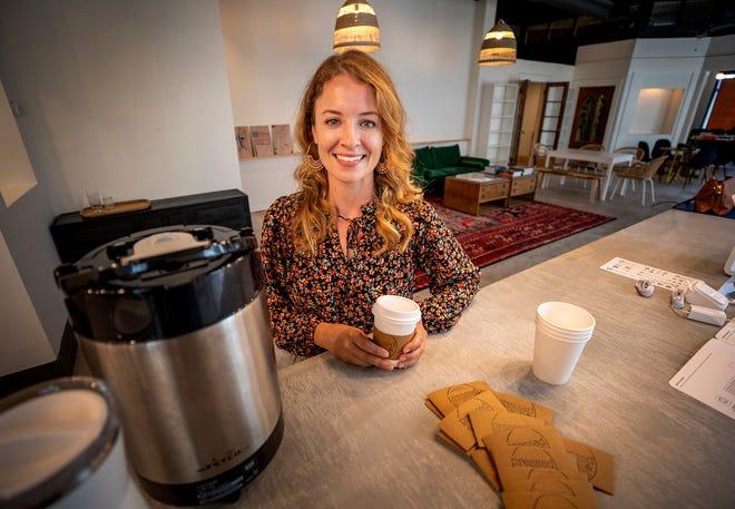 Christina Needham, propietaria de Pressed LKLD Books & Coffee shop que abrirá pronto en Bay Street en Lakeland Fl.  Miércoles 23 de junio de 2021. Pressed LKLD es una nueva cafetería y librería independiente que llegará pronto al centro de la ciudad.