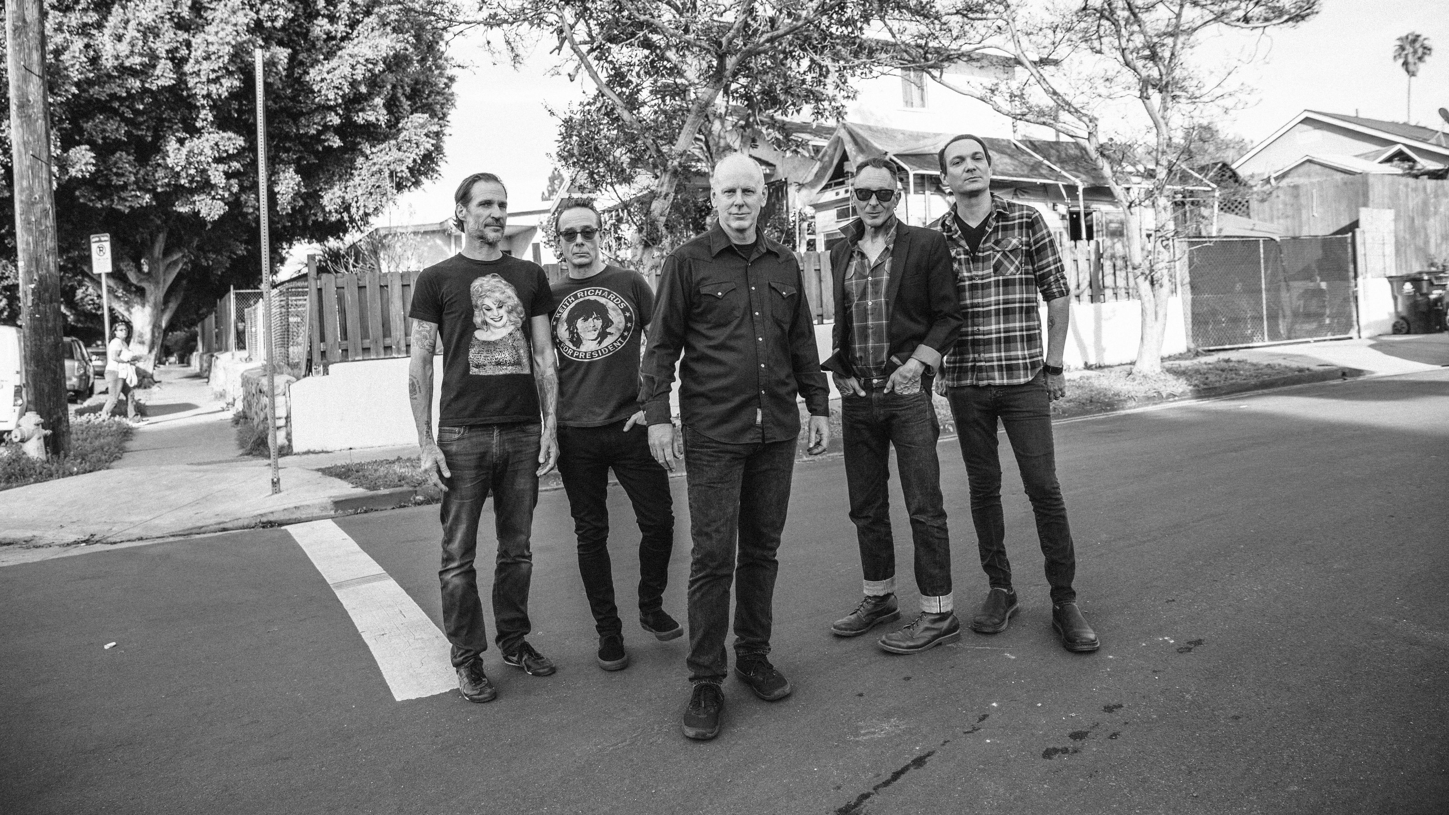 Bad Religion, Alkaline Trio tour playing Halloween