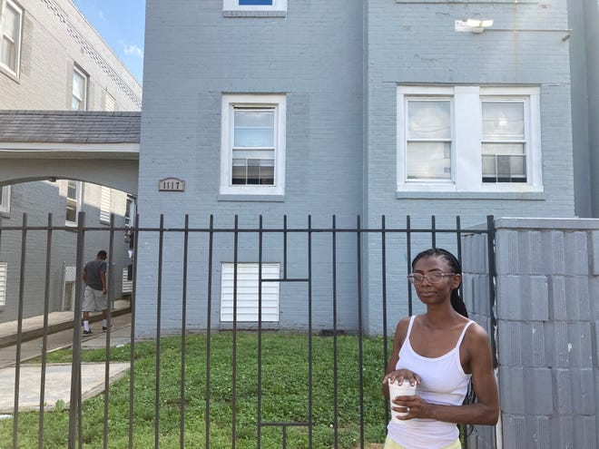 Azziza Jeffers said she's complained about mold, bathroom leaks, broken faucets and other issues inside her apartment. The building's landlord said his maintenance crews respond to complaints within 48 hours.