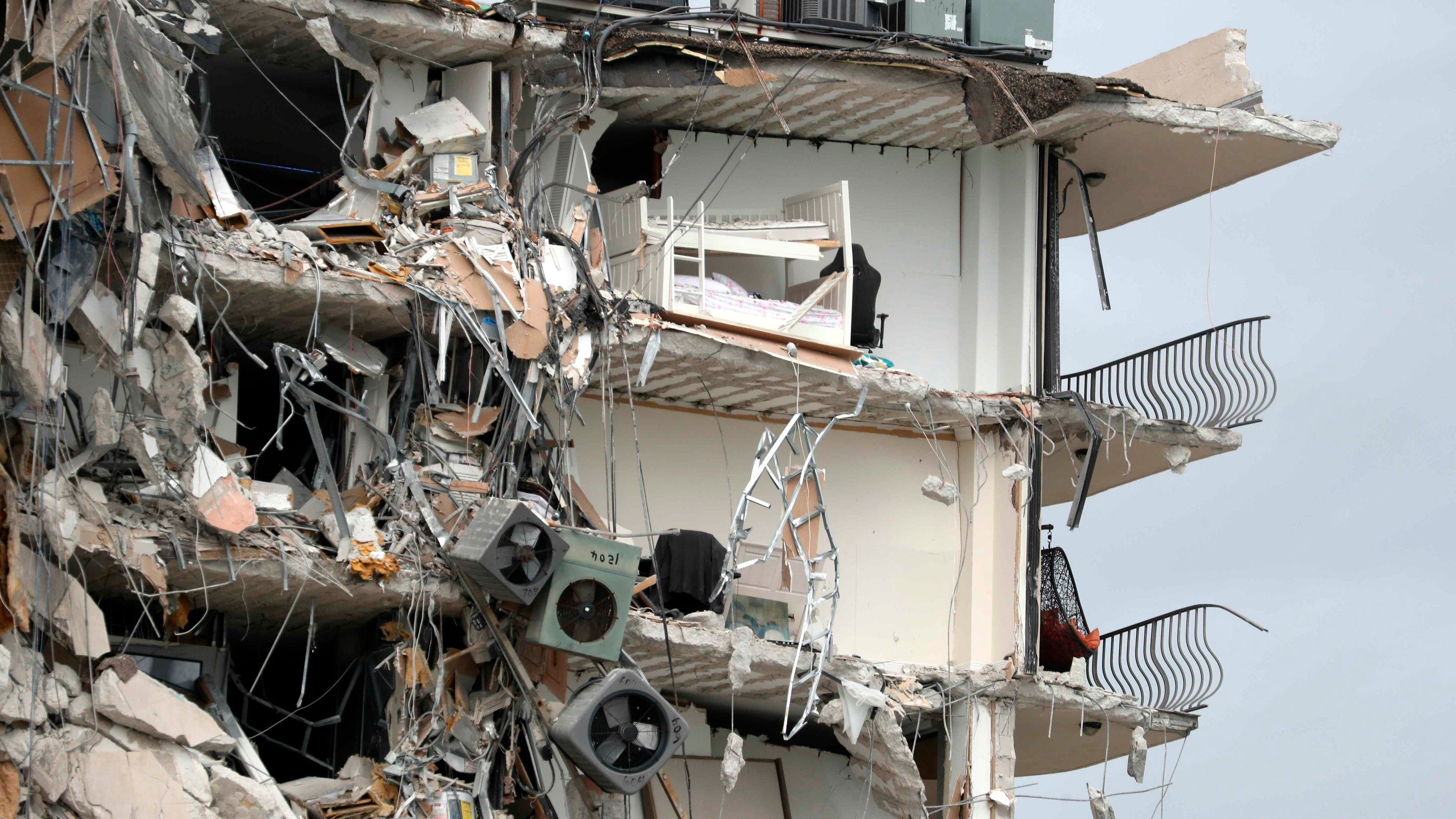 Miami condo collapse, Derek Chauvin sentencing, UFO report: 5 things to know Friday