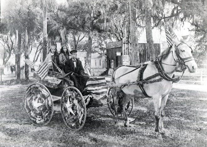 A carriage all made up for the 1906 Fourth of July parade parked on Magnolia Avenue.
