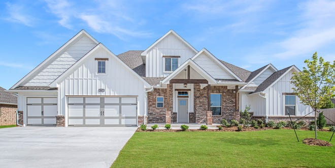 A Homes by Taber home at 307 Shady Ridge Court, Highland Village addition, in Norman.
