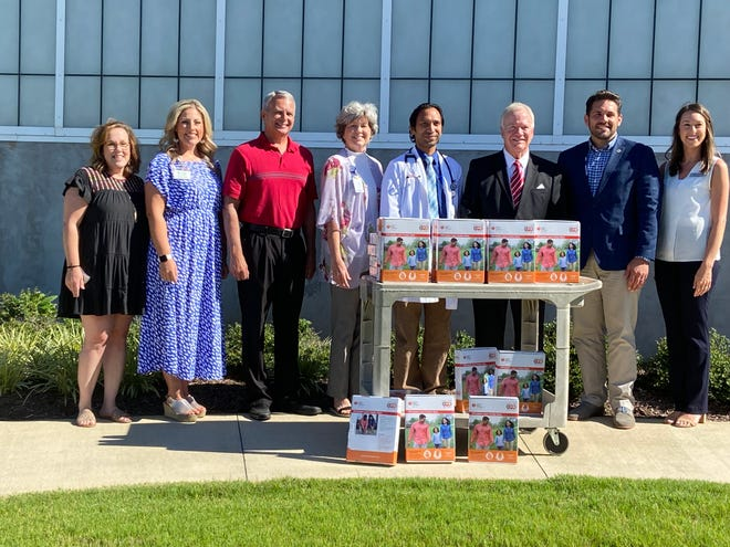 Christy Futrell with American Heart Association lines up for a photo with hands-only CPR kit sponsors Ashley Wilson of West Tennessee Bone and Joint, Barry Matthews of Simmons Bank, Diane Rushing and Dr. Nirbhay Parashar from Le Bonheur, Go Red for Women Chair Stan Harris, Jackson Mayor Scott Conger and Ashley Ferrell from Master Medical Equipment.