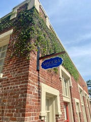 Madero Kraft Furnishings telah membuka showroom barunya di 400 North Davis Highway di Pensacola.