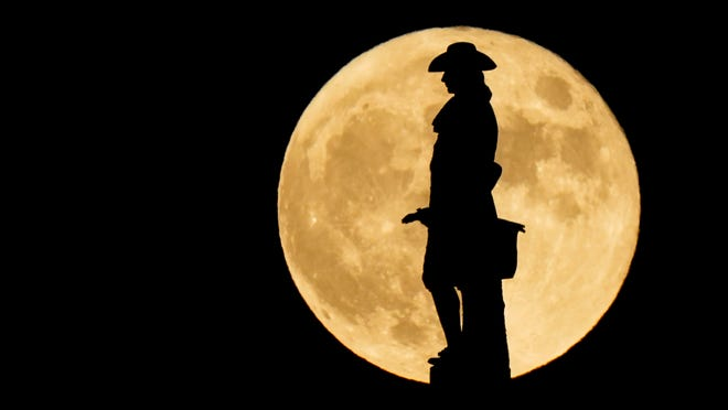 """The full """"male moon"""", """"thunder moon"""" Friday might appear red from the smoke"""