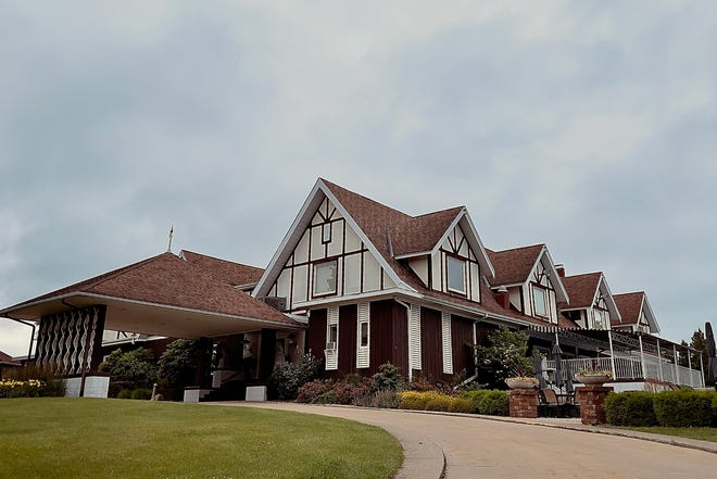 A committee is considering options of repairing or replacing the Soangetaha Country Club clubhouse at 238 N. Soangetaha Road. STEVE DAVIS/For The Register-Mail