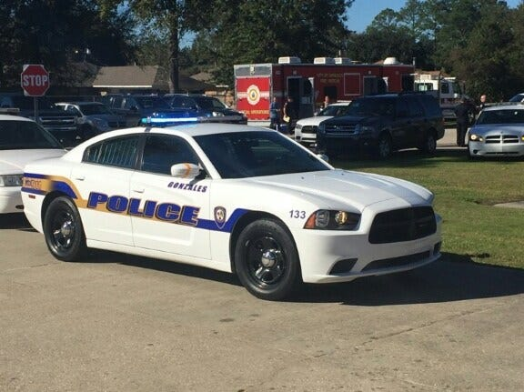 Gonzales Police officers arrested six suspects in a shooting incident.