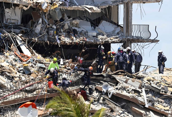 Search and rescue personnel look for survivors through the rubble at the Champlain Towers South in Surfside, Fla., Sunday, June 27, 2021. The apartment building partially collapsed June 24. (David Santiago/Miami Herald via AP)