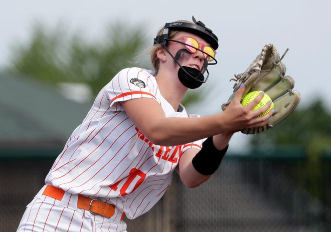 Oakfield's Adi Moser (10) makes a catch during the WIAA Division 5 softball semifinal against Seneca on Monday. The Oaks won 10-0 in five innings.