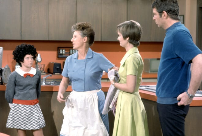 Maybe she should have gone for the Midnight Temptress wig?  Jan (Eve Plumb, left) shows off her transformation into disoriented Alice (Ann B. Davis), Carol (Florence Henderson) and Mike (Robert Reed) in the original 1971 episode.