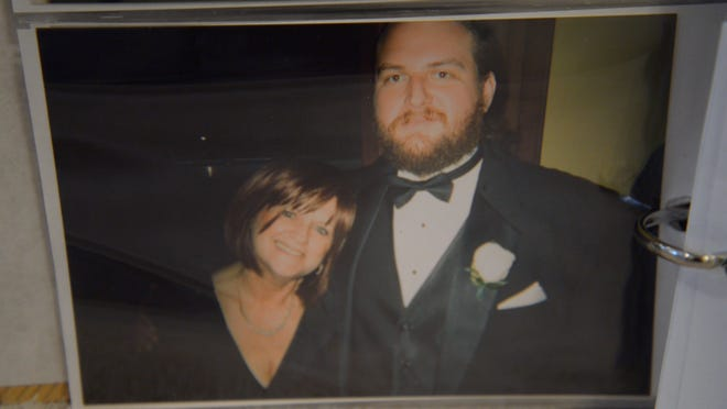 A photograph of Ed Larson and his late mother, Kathy