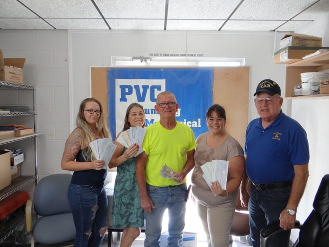 Pictured (l-r) are Candice Pangle, Leslie Brown, Chris Lilly, Tina Buck, and PDG Lion Ken Echeberry.