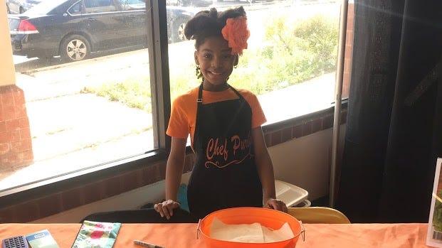 Tanya Purivoy, 10 ans, de Milwaukee, utilise la vinaigrette Orange Summer depuis l'âge de six ans.  Elle rêve de démarrer un jour un food truck à salades.
