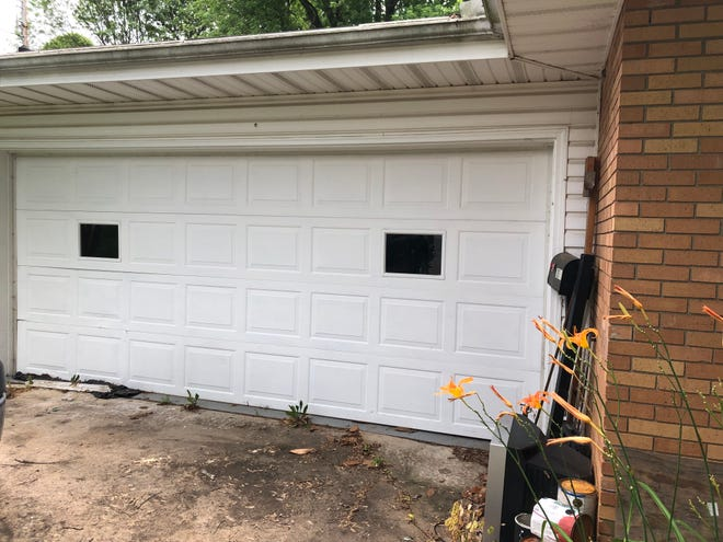 Springfield resident Pamela Dake hired Access Door LLC to replace this garage door, installed around 1960. Dake said Access Door took an $820 down payment but never bothered to perform any work. Better Business Bureau issued a warning about the company on June 28, 2021.