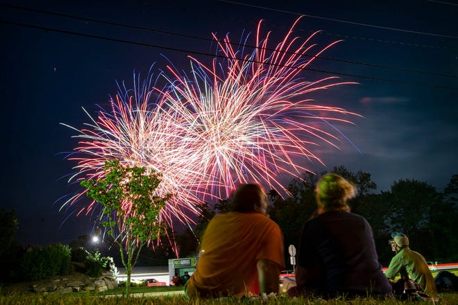 The July 4, 2020 fireworks show in Hendersonville. This July 4, the fireworks will begin at 9:15p.m. off of South Grove Street.
