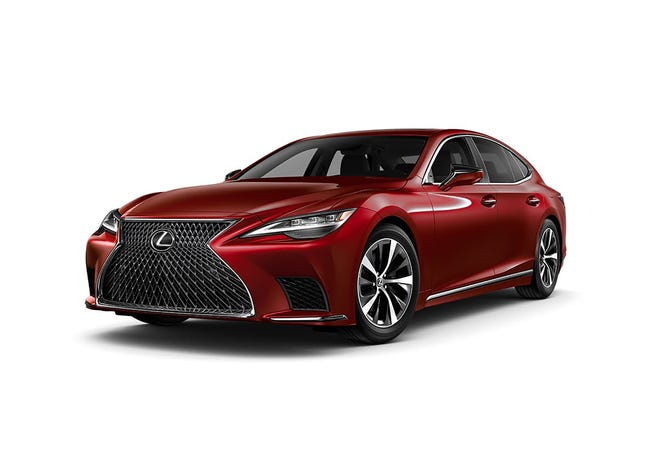 With a total of 115 cubic feet of interior room, divided 98/17 for passengers and trunk, the 2021 Lexus LS 500 is classified as a midsize.