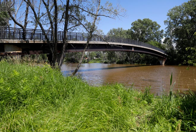 A Department of Natural Resources study in 2016 found that more than 26,000 pounds of phosphorus a year are entering the East River watershed in Green Bay. The DNR hopes to reduce that number to 4,200.