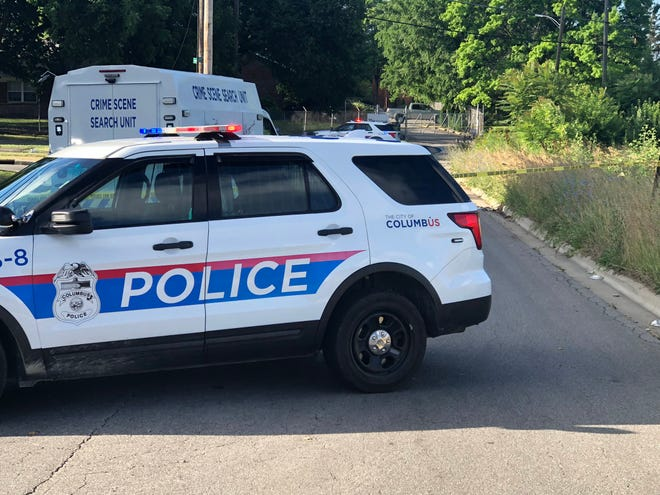 Columbus police investigate the shooting death of a man Friday outside an apartment building in South Franklinton.