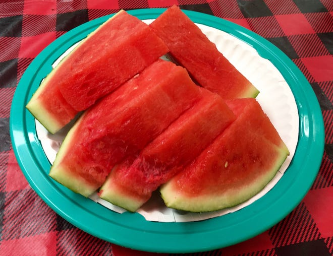 Watermelon contains only 46 calories per cup, but is high in vitamin C, vitamin A and many healthy plant compounds.