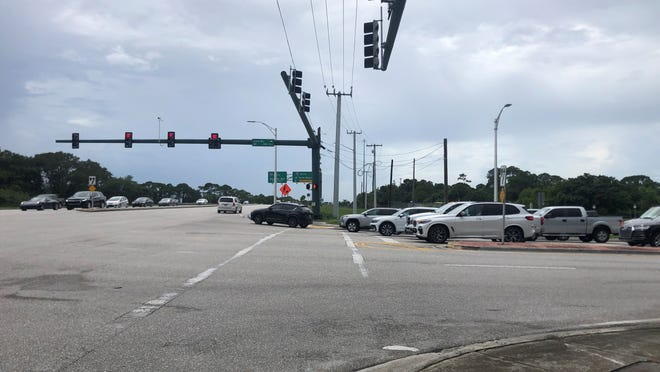 Jupiter officials say extending Island Way south of Indiantown Road would be one step in alleviating traffic backups in the western part of town.