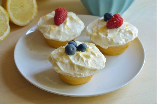 I cupcakes al limoncello sono una dolce delizia italiana.