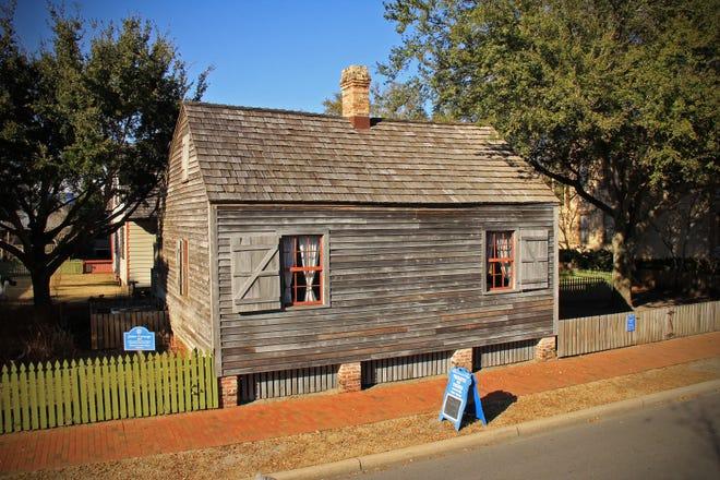 La casa de Julee Panton Cottage fue propiedad de Julee Panton, una mujer libre de color en Pensacola.