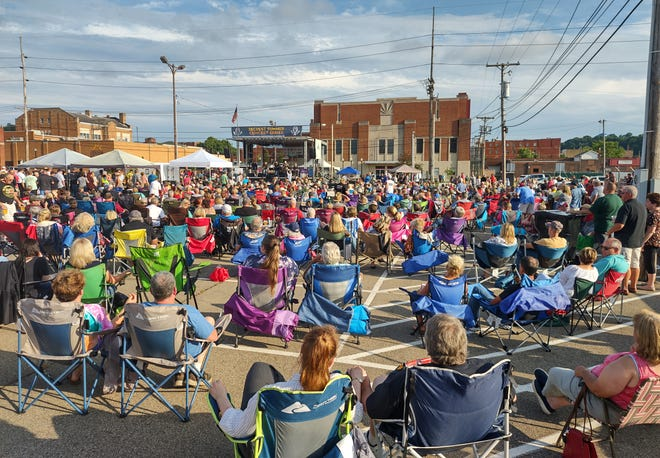 An estimated 1,500 people turned out Thursday night to see McGuffey Lane perform outside of Secrest Auditorium. This was the first of four concerts the city of Zanesville is sponsoring in an effort to turn downtown into an entertainment district. The concerts are free, and each event will include local food trucks and the Zanesville Jaycees beer wagon. Food and beer will be available starting at 4 pm, and the shows will start at 6 outside of Secrest Auditorium. Next up in the city's summer concert series is Eagles cover band Hotel California on July 15.
