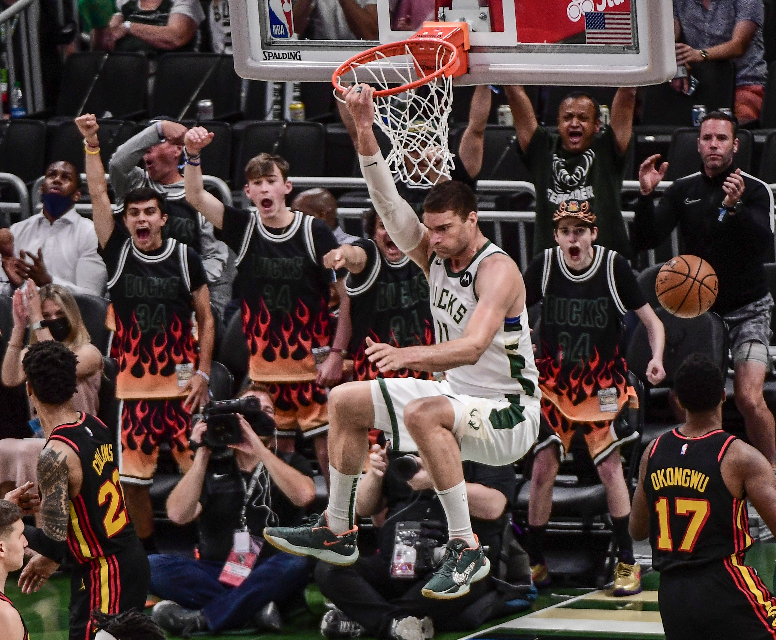 Bucks step up to beat Hawks without Giannis Antetokounmpo for 3-2 lead in Eastern Conference finals