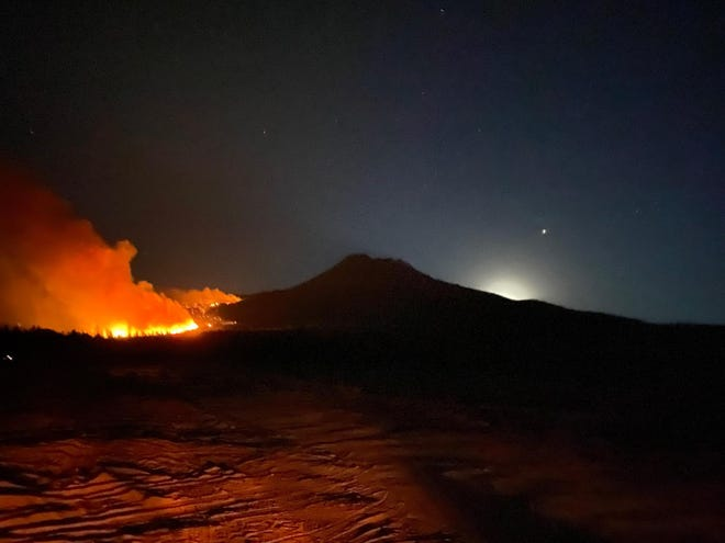 The Lava Fire can be seen burning on Mt. Shasta's western flank with Jupiter in the sky on July 2, 2021.