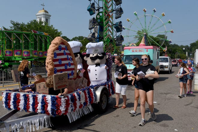 """Granville wraps up downtown Fourth of July Festival with return of Firecracker Five Race, """"Mile-Long Parade"""" through ride-filled downtown."""