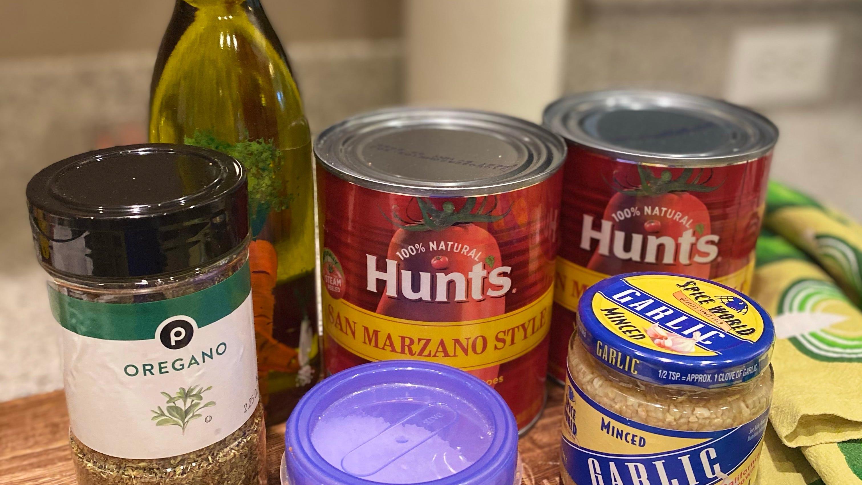 Ingredienti della salsa di pomodoro.
