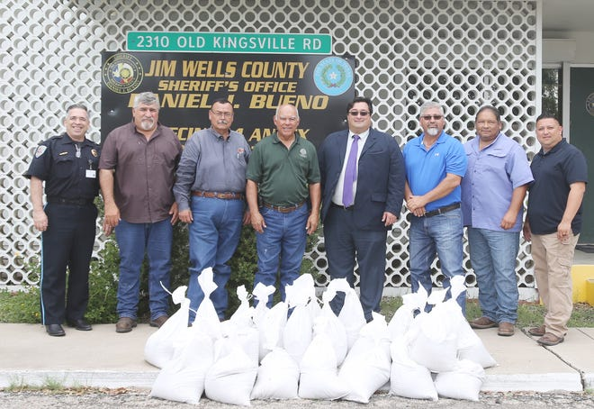 City of Alice and JWC officials work together to provide residents with sandbags. Pictured (LtoR): Alice Police Chief Eden Garcia, City of Alice Maintenance and Construction Superintendent Joe Saenz, City of Alice Municipal Solid Waste Superintendent Robert Guerra, JWC Commissioner Precinct 2 Ventura Garcia, Alice City Manager Michael Esparza, JWC Commissioner Precinct 4 Wicho Gonzalez, City of Alice Director of Public Works Demetrio Duarte, and Alice Emergency Management Coordinator and Fire Chief Patrick Thomas.