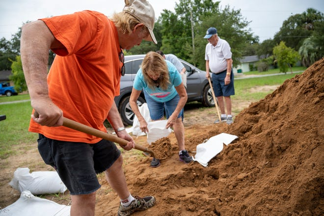 People fill up sandbags ahead of Tropical Storm Elsa in Eustis on Tuesday. [Cindy Peterson/Correspondent]