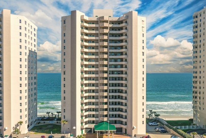 Dimucci Twin Towers in Daytona Beach Shores offers its residents world-class beachfront amenities, including two pools and two hot tubs, two fitness centers and beach access.