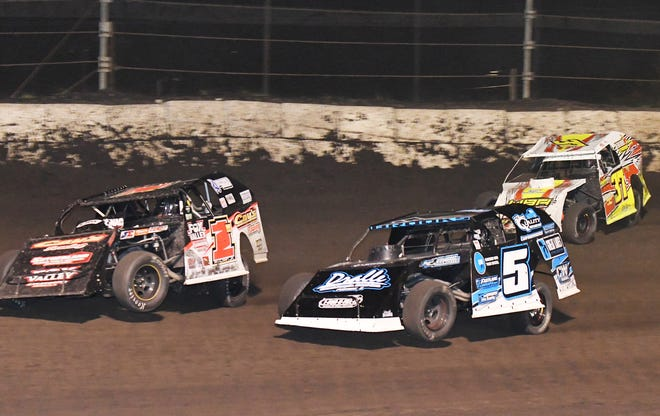 Early modified race leaders Bob Pohlman Jr. (1) and Steven Brooks (5) battle for the lead before Michael Ledford moved to the front with five laps to go. Ledford went on to win his first Fairbury race of the season.