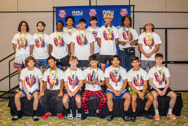 The Wellington wrestling team finished in 8th place at this past weekend's AAU Scholastic National Duals in Orlando.