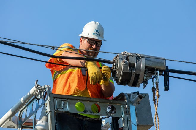 Midco workers install 10G fiber in Sioux Falls